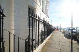 3 Bedrooms Flat for sale in Chichester Terrace, Brighton, East Sussex, England