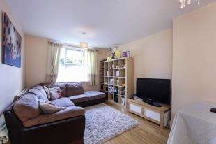 2 Bedrooms Flat for sale in Farnley Road, London