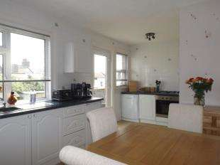 3 Bedrooms Semi Detached House for sale in Saxon Road, Newhaven, East Sussex