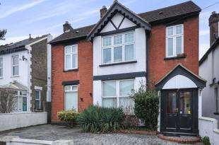 3 Bedrooms Maisonette Flat for sale in Chelsham Road, South Croydon, .