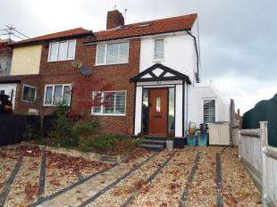 3 Bedrooms Semi Detached House for sale in Wolsey Crescent, New Addington, Croydon