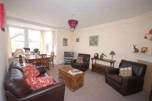 2 Bedrooms Flat for sale in Framfield Road, Uckfield, East Sussex