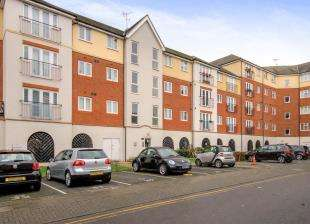 2 Bedrooms Flat for sale in Long Acre House, Pettacre Close, Thamesmead, London