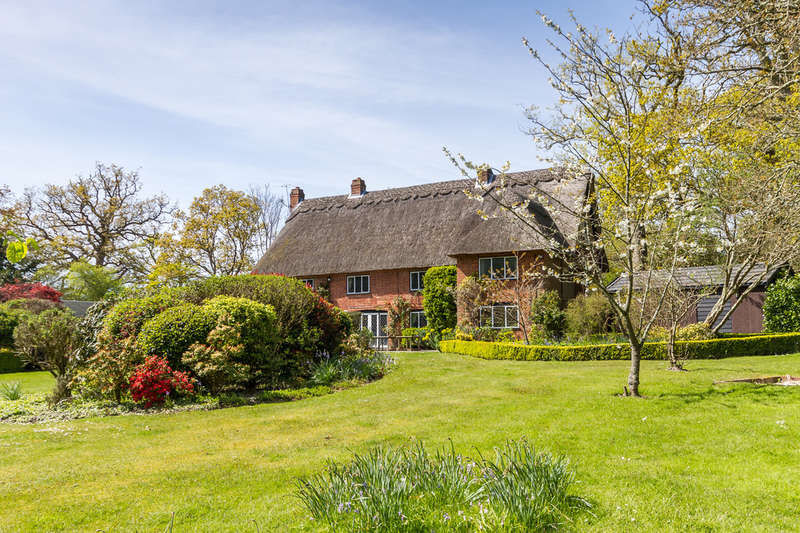 5 Bedrooms Detached House for sale in Bagnum, New Forest, Hampshire