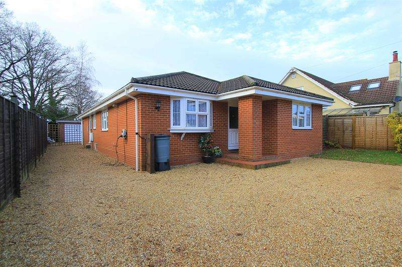 4 Bedrooms Detached Bungalow for sale in Newtown Road, Verwood