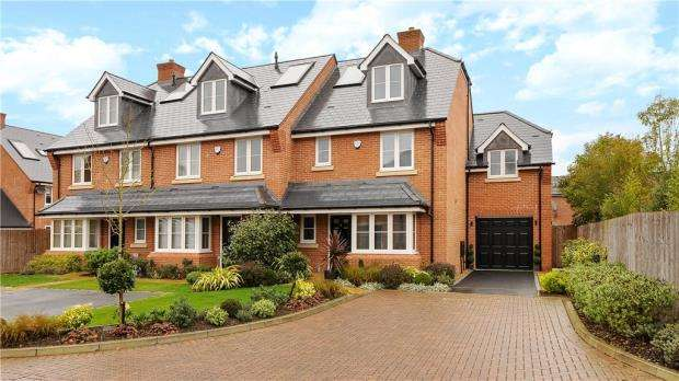 4 Bedrooms End Of Terrace House for sale in Ridings Close, Ascot, Berkshire
