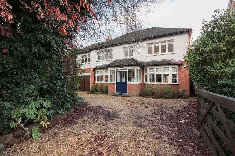 4 Bedrooms Detached House for sale in Ollards Grove, Loughton