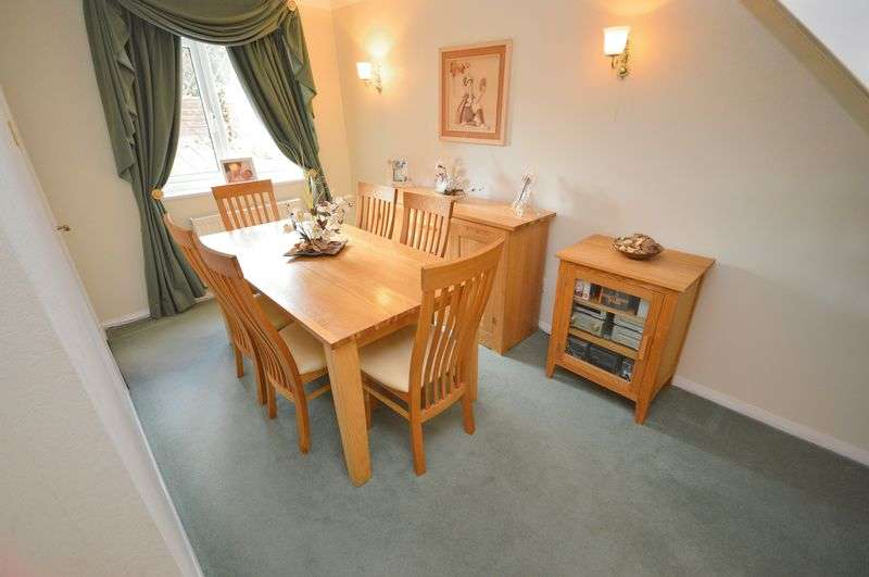 3 Bedrooms Detached House for sale in Coulton Road, Widnes