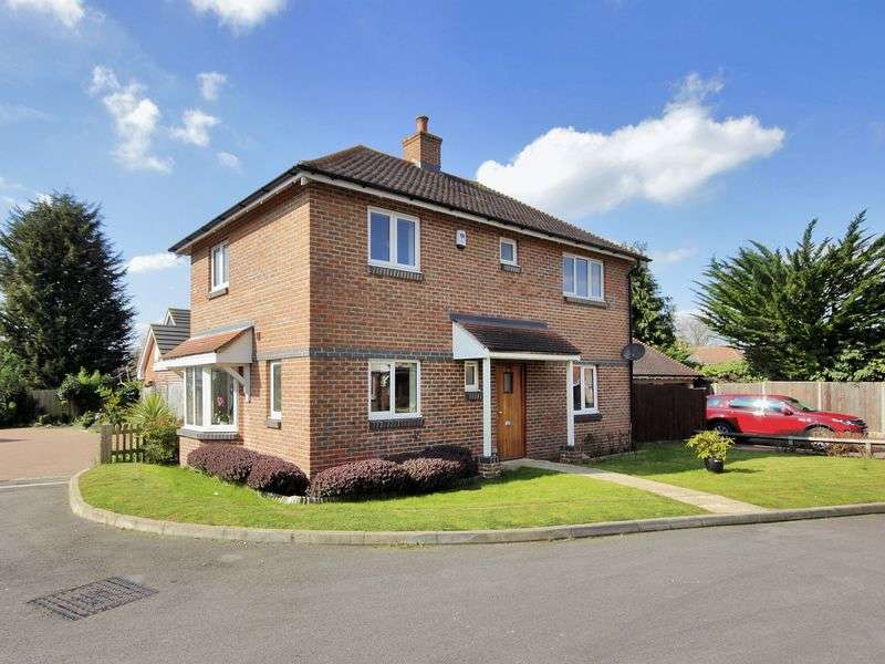 3 Bedrooms Detached House for sale in Spiers Farm Close, Horley