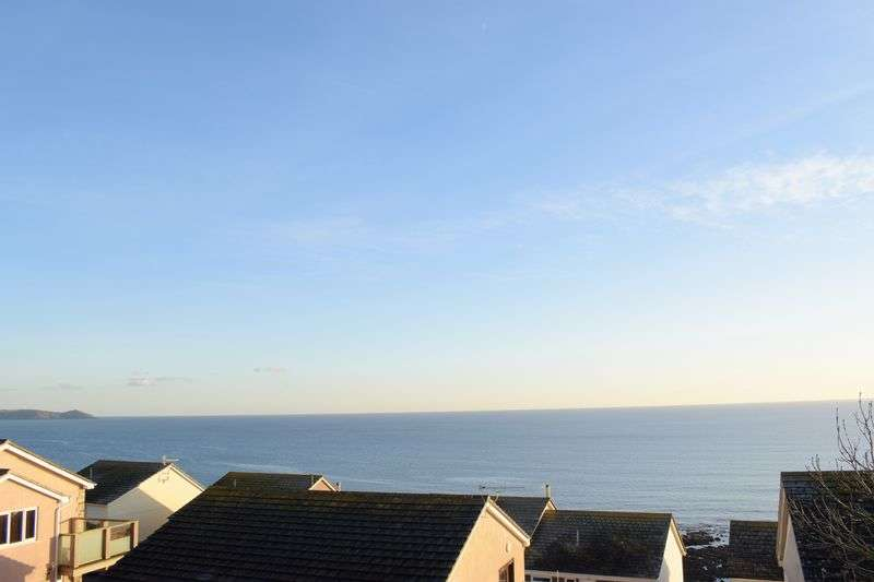 4 Bedrooms Detached House for sale in Whitsand Bay View, Torpoint