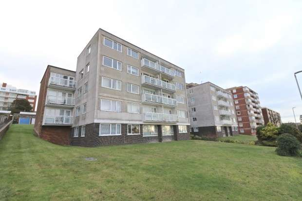 2 Bedrooms Flat for sale in The Chantry, Upperton Road, Eastbourne, BN21