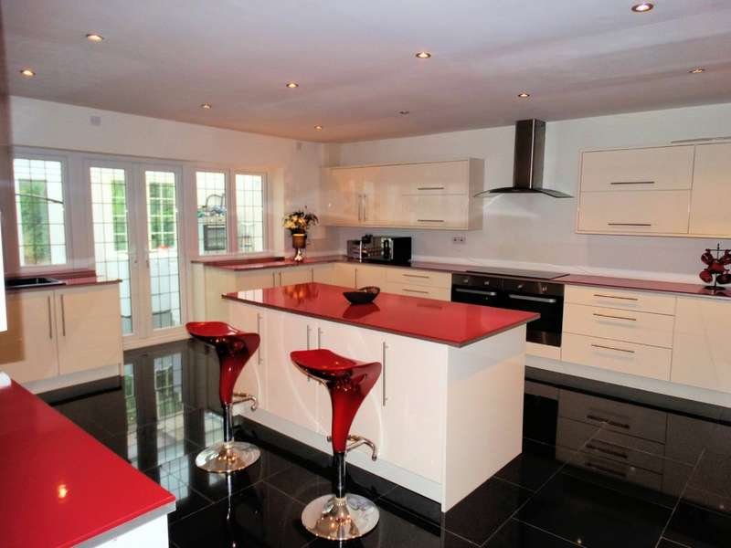 3 Bedrooms Detached Bungalow for sale in Kedleston Road, Hall Green