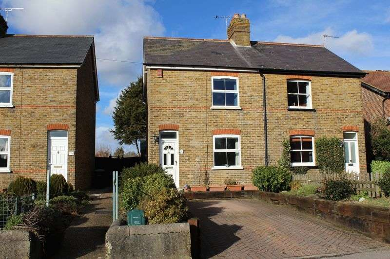 2 Bedrooms Semi Detached House for sale in Bond Street, Englefield Green