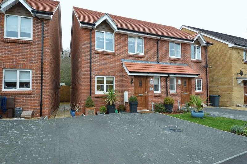 2 Bedrooms Semi Detached House for sale in South Downs Rise, Havant