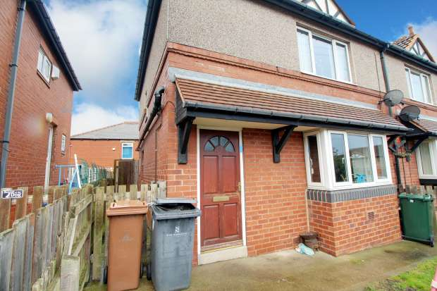 3 Bedrooms Semi Detached House for sale in Tuxford Crescent, Barnsley, South Yorkshire, S71 5QS