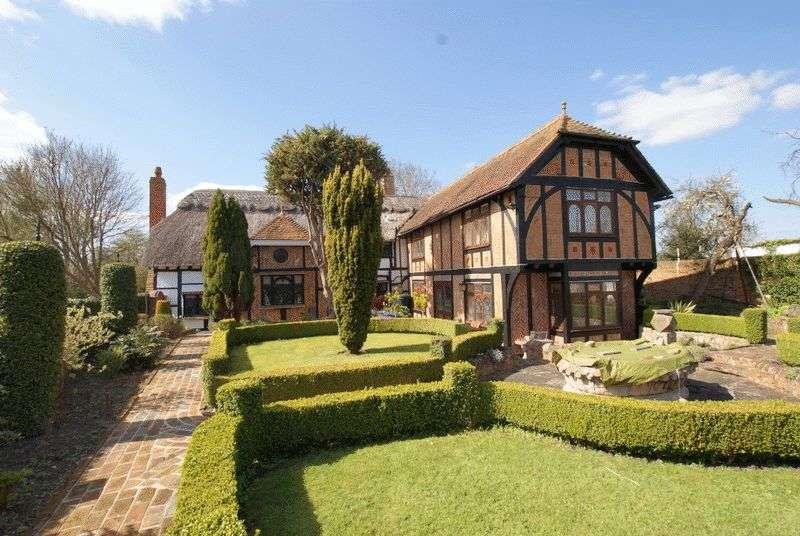 6 Bedrooms Detached House for sale in School Lane, Weston Turville