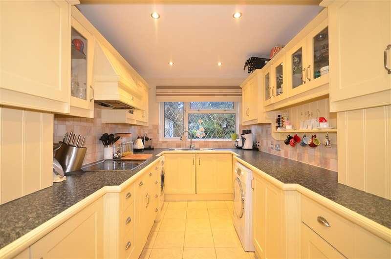 3 Bedrooms Semi Detached House for sale in Tyelands, Billericay, Essex
