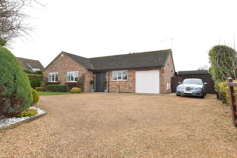 3 Bedrooms Detached House for sale in Moat Lane, Barton on Sea