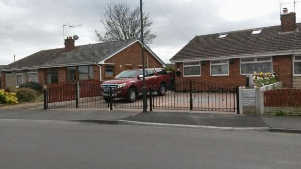 2 Bedrooms Semi Detached Bungalow for sale in Eastfield Road Armthorpe Doncaster