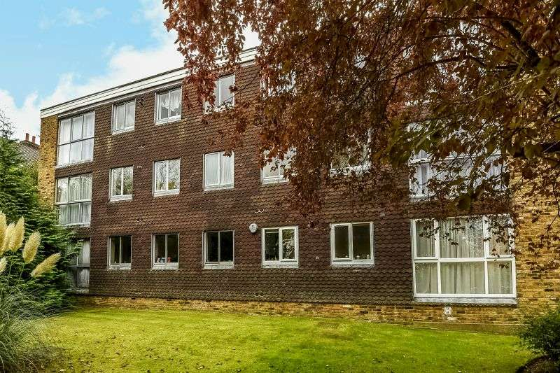 3 Bedrooms Flat for sale in Dukes Lodge, Eastbury Avenue, Northwood