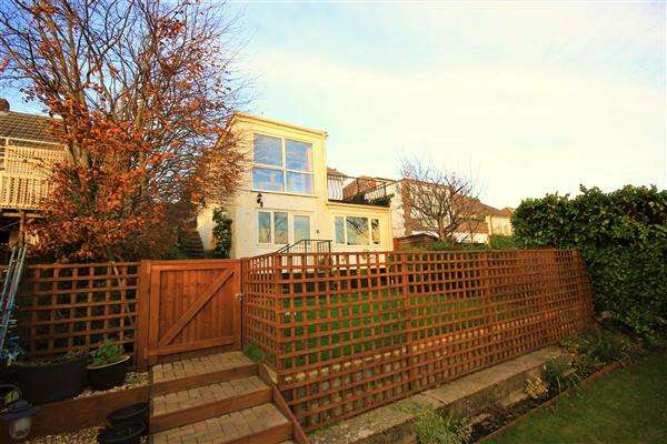 3 Bedrooms Detached House for sale in Evering Avenue, Poole