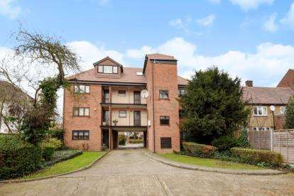 1 Bedroom Apartment Flat for sale in Park Court, 97 The Ridgeway, London