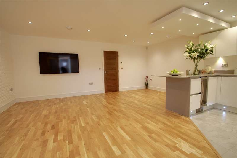 2 Bedrooms Apartment Flat for sale in The Old Auction House, Guildford Street, Chertsey, Surrey, KT16