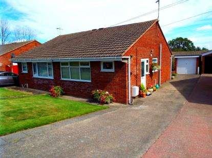 2 Bedrooms Bungalow for sale in Llewelyn Drive, Bryn-Y-Baal, Mold, Flintshire, CH7