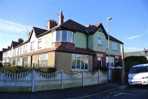 3 Bedrooms Semi Detached House for sale in Beach Road, Thornton Cleveleys