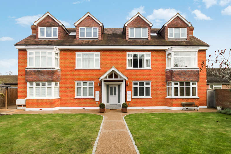 3 Bedrooms Ground Flat for sale in Ewell Road, Surbiton