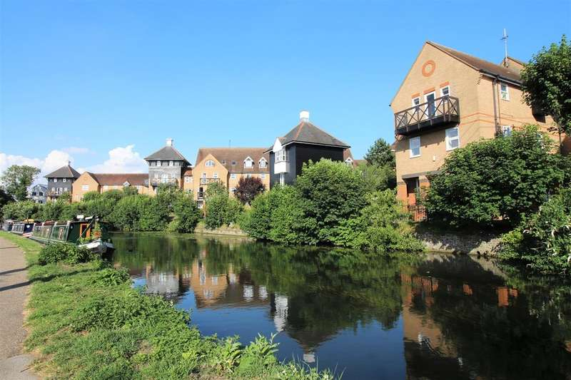 3 Bedrooms Flat for sale in Mitre Court, Railway Street, Hertford