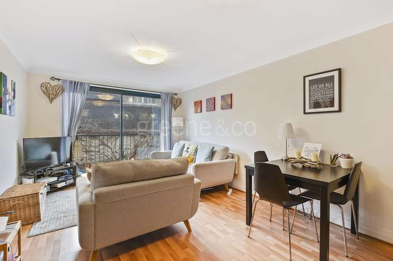 2 Bedrooms Flat for sale in North Point, Tottenham Lane, London, N8