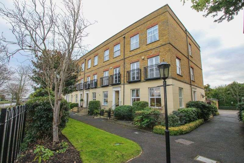 4 Bedrooms Terraced House for sale in Hampton Court Crescent, East Molesey