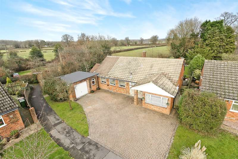4 Bedrooms Detached Bungalow for sale in Yew Tree Road, Charlwood, Horley, Surrey, RH6