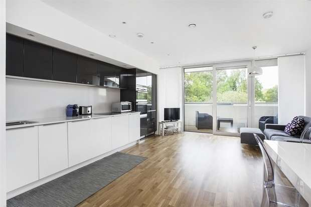 2 Bedrooms Flat for rent in Edmunds House, Chiswick