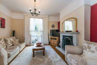 4 Bedrooms Terraced House for sale in Clarence Place, Gravesend, Kent, Gravesend
