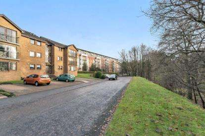 2 Bedrooms Flat for sale in Elderbank, Bearsden