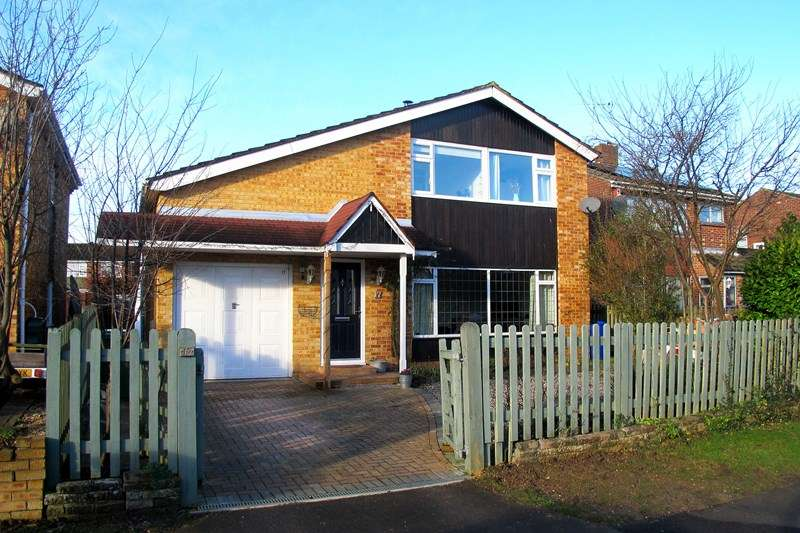 4 Bedrooms Detached House for sale in Cutlers Lane, Fareham