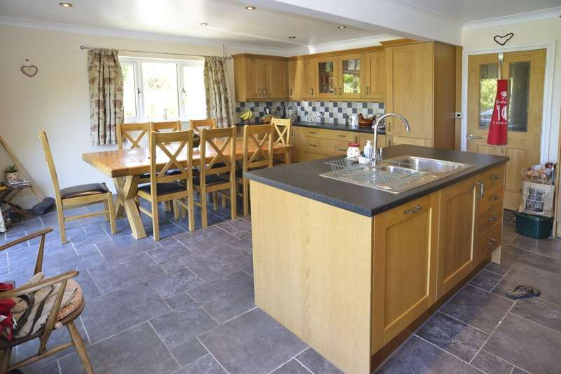 5 Bedrooms Detached House for sale in Tresaith, Cardigan, Ceredigion, SA43