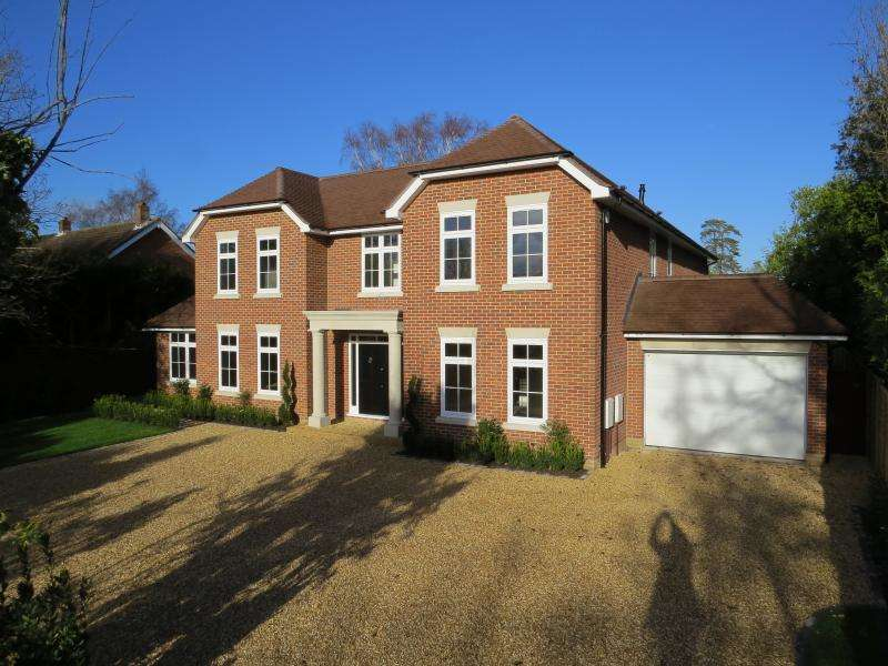 4 Bedrooms Detached House for sale in Barrs Avenue Hampshire