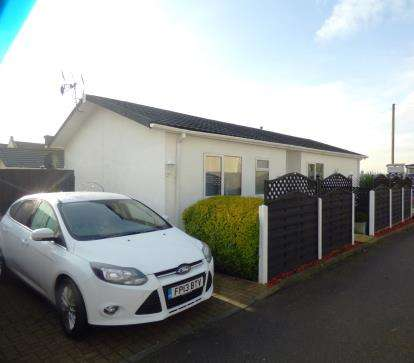 2 Bedrooms Mobile Home for sale in Brookmeadow Way, Breach Barns Lane, Waltham Abbey, Essex