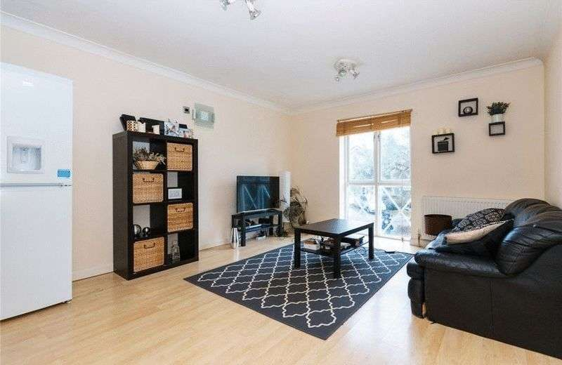 2 Bedrooms Flat for sale in A well presented two bedrooms two bathroom townhouse arranged over three floors in the popular Avonley Village.