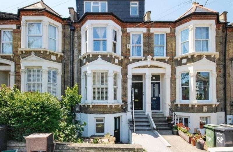2 Bedrooms Flat for sale in A Light refurbished Victorian conversion apartment in the highly desirable Telegraph hill conservation area.