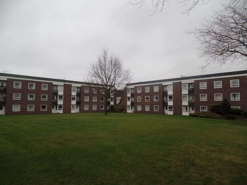 2 Bedrooms Flat for sale in 23 Lancelyn Court, Wirral