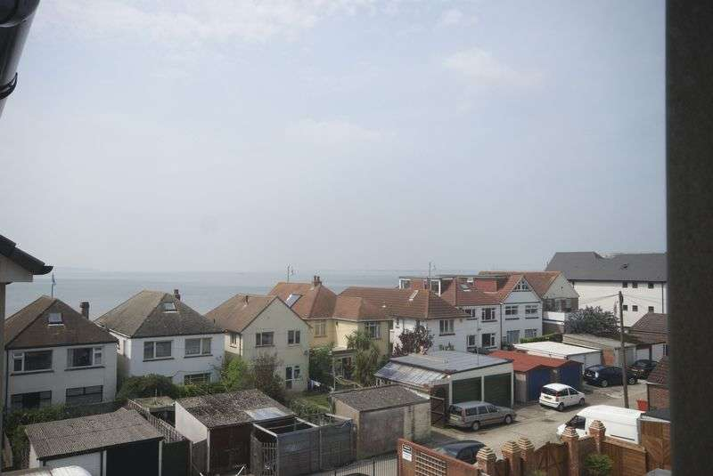 1 Bedroom Flat for sale in Robinson Court, Beach Road, Lee-On-The-Solent, PO13
