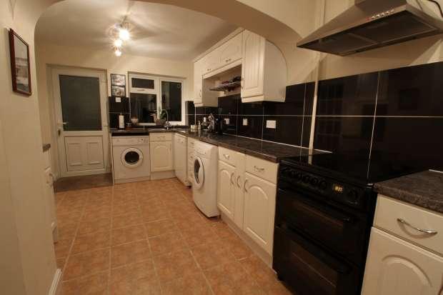 3 Bedrooms Terraced House for sale in Keysoe Road, Bedford, Bedfordshire, MK44 2DY