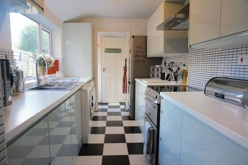 3 Bedrooms Terraced House for sale in Turner Street, Uphill, Lincoln