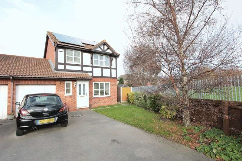 3 Bedrooms Detached House for sale in Lon Eirlys, Prestatyn