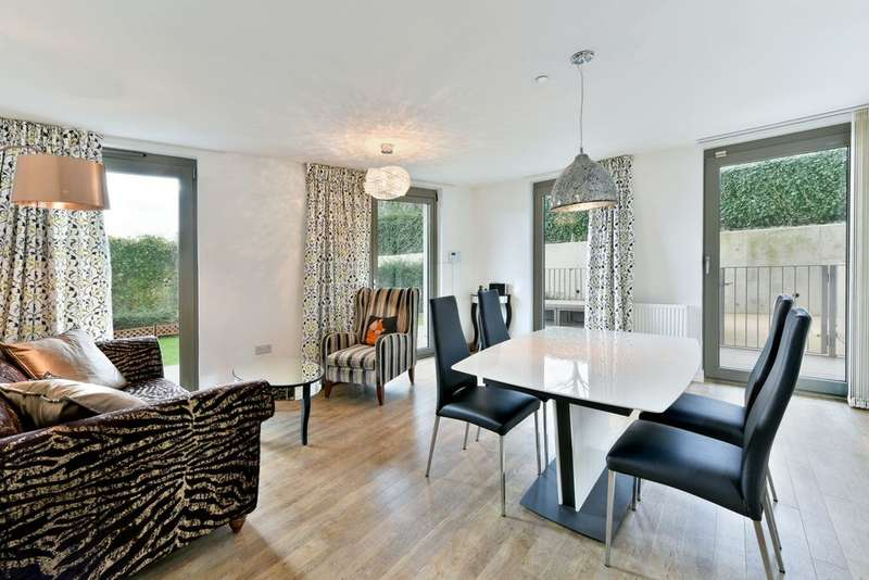 2 Bedrooms Apartment Flat for sale in Waterside Heights, Booth Road, Royal Victoria Dock, E16