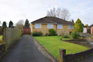 2 Bedrooms Bungalow for sale in Manor Close, Horam, Heathfield, East Sussex